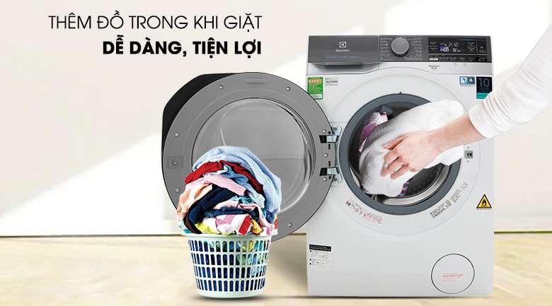 Thêm quần áo vào khi đang giặt - Máy giặt sấy Electrolux EWW1141AEWA